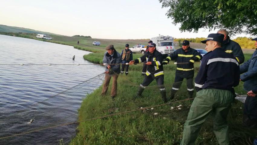 Foto: Tragedie! Trei frați de 7, 9 și 11 ani s-au înecat într-un iaz din localitatea Pohribeni