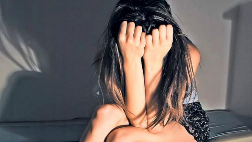 Foto: O tânără vorbeşte despre trauma din copilărie, după ce a pozat nud la 13 ani