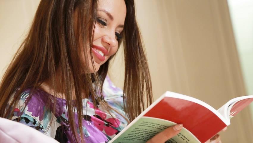 Foto: Adela Prisăcari: Ce faci ca să ai un ten de Miss!