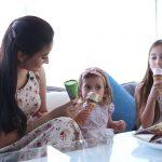 Foto: Corina Țepeș împreună cu fiicele ei, despre gustul copilăriei