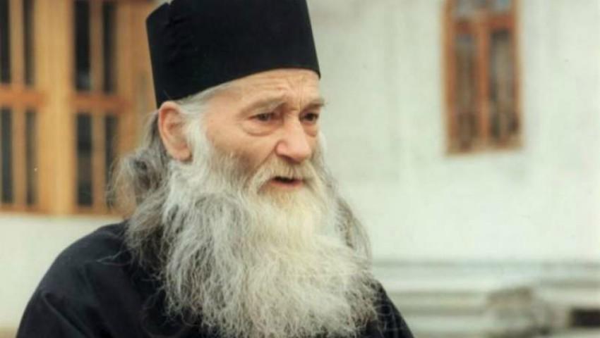 """Foto: Părintele Iustin Pârvu: ,,Rugăciunea mamei nu are egal pe lumea asta. Este mai puternică decât rugăciunea preotului!"""""""