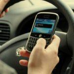 Foto: Amenzi de 1200 lei pentru șoferii care scriu mesaje, urmăresc imagini video sau navighează pe internet în timp ce conduc