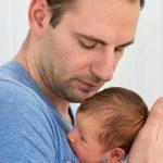 Foto: Cei mai mulți dintre tați nu beneficiază de nicio zi liberă la nașterea micuților