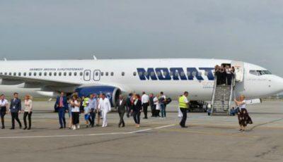 O mamă a fost dată afară din avion, după ce a urcat la bord împreună cu copiii săi bolnavi de varicelă