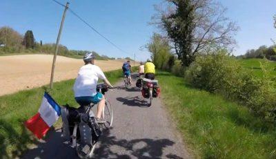 Cinci tineri francezi vor parcurge pe biciclete 3.500 de km pentru a oferi ajutor copiilor din școala Zberoaia