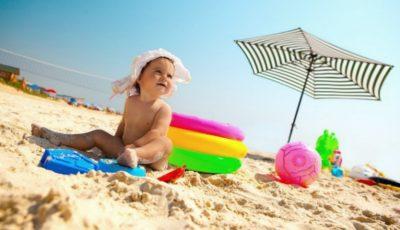 Reguli de siguranță când mergi cu copilul la plajă