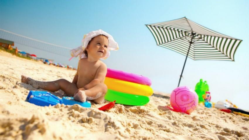 Foto: Reguli de siguranță când mergi cu copilul la plajă