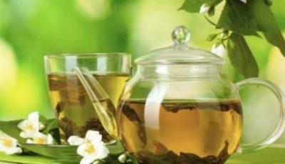 11 ceaiuri de plante care te ajută la slăbit