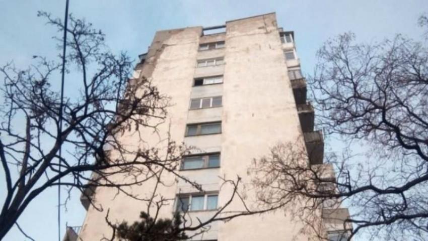 Moarte tragică! O fată s-a aruncat de la etajul opt al unui cămin din Capitală