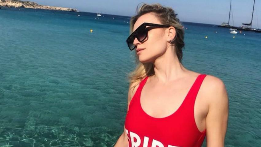Olia Tira, în costum de baie pe plajele din Cipru! Vezi cum s-a afișat artista