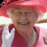 Foto: De ce poartă Regina Elisabeta a II-a mereu mănuși?