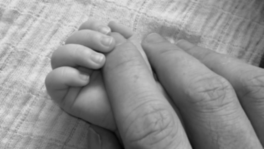 Foto: Un tată și-a ucis fiul non-născut după ce l-a scuturat din cauză că plângea