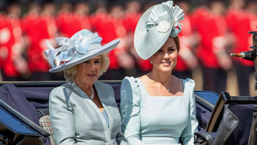 Foto: Ce ținute au purtat Kate Middleton și Meghan Markle la ceremonia de aniversare a Elisabetei a II-a?