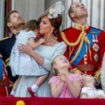 Foto: Prințesa Charlotte a alunecat în timp ce urmărea parada militară! Cum a reacționat Kate Middleton?