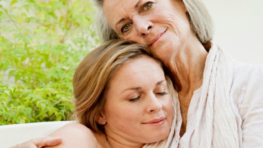 Foto: 10 momente în care ai nevoie de mamă, chiar dacă ești deja mare