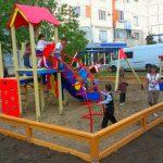 Foto: Lista blocurilor și a străzilor din Capitală unde urmează să fie amenajate terenuri de joacă pentru copii