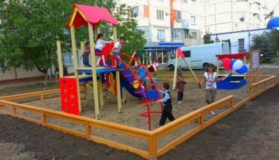 Lista blocurilor și a străzilor din Capitală unde urmează să fie amenajate terenuri de joacă pentru copii