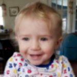 Foto: Un copil de 1 an s-a sufocat în mașină, după ce bunica a leșinat în casă