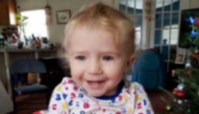 Un copil de 1 an s-a sufocat în mașină, după ce bunica a leșinat în casă