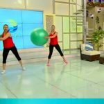 Foto: Picioare sculptate și o siluetă de invidiat – vezi un set de exerciții cu fitball. Video!