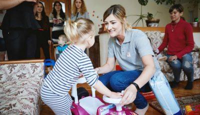 Bucurie, zâmbete și jucării – de 1 iunie, copiii de la Centrul Maternal din Anenii Noi au primit cadouri!