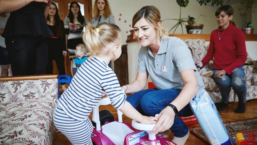 Foto: Bucurie, zâmbete și jucării – de 1 iunie, copiii de la Centrul Maternal din Anenii Noi au primit cadouri!