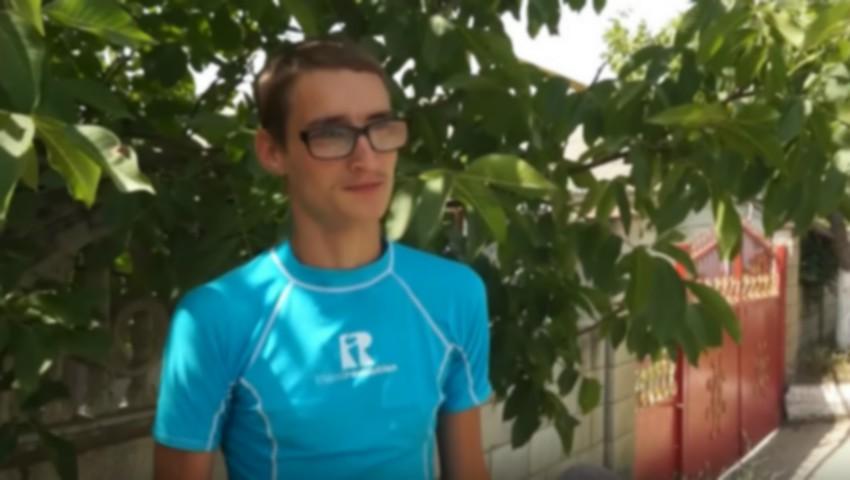 Foto: Doi tineri din Căușeni și-au câștigat singuri banii pentru balul de absolvire
