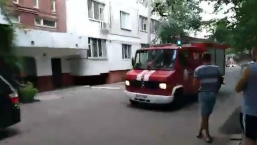 Video. Un fixativ de păr a explodat într-un apartament din Capitală, provocând daune serioase