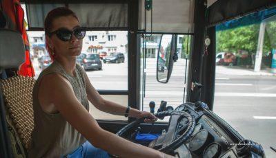 Proiect inedit. Șoferița de troleibuz din Capitală care a devenit protagonista unei ședințe foto!