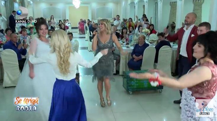 """Foto: Video! Dianna Rotaru ,,a strigat darul"""" la o nuntă din Moldova"""