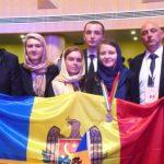 Foto: Elevii moldoveni au obținut o medalie de bronz și o mențiune de onoare la Olimpiada Internațională de Biologie