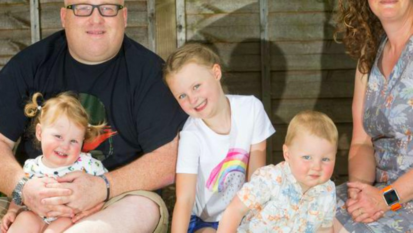 Un cuplu a reușit să aibă tripleți, la 4 ani distanță. Cum a fost posibil?