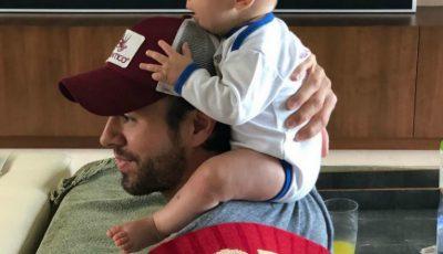 Video! Enrique Iglesias a publicat un filmuleț amuzant cu unul dintre gemenii săi