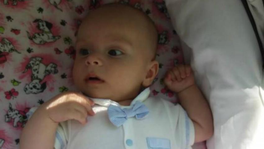 Foto: Matei are nevoie urgentă de ajutor! La doar un anișor, micuțul a fost diagnosticat cu tumoare la cap