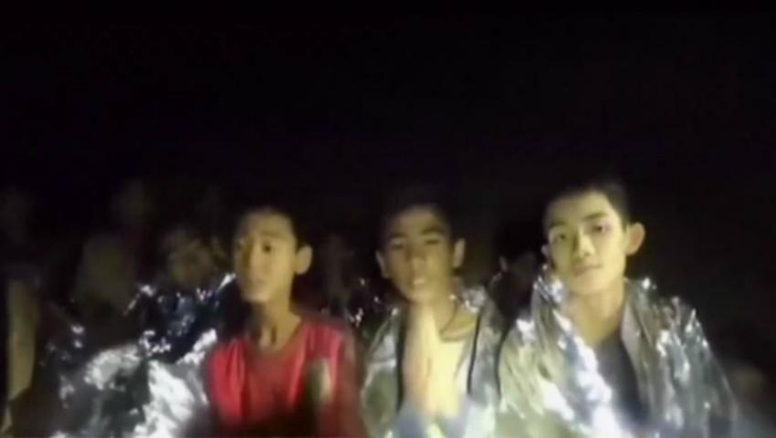 Foto: 6 din cei 12 copii blocaţi în peştera din Thailanda au fost scoşi la suprafaţă