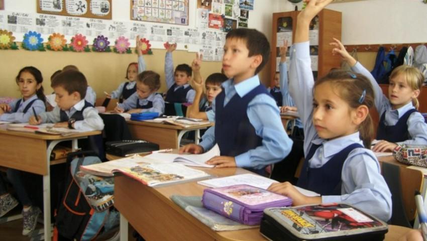 Foto: Unele discipline școlare vor fi redenumite, potrivit Ministrului Educației