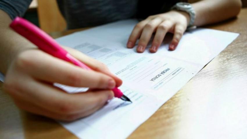Foto: O elevă a contestat toate notele primite la BAC şi a obţinut 10 pe linie