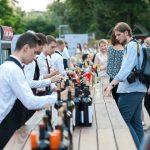 """Foto: Vinurile din soiuri autohtone au cucerit centrul Capitalei la ,,O seară Fetească""""!"""