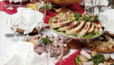 Nuntașii din Strășeni s-au intoxicat cu produsele alimentare împărțite la finalul petrecerii