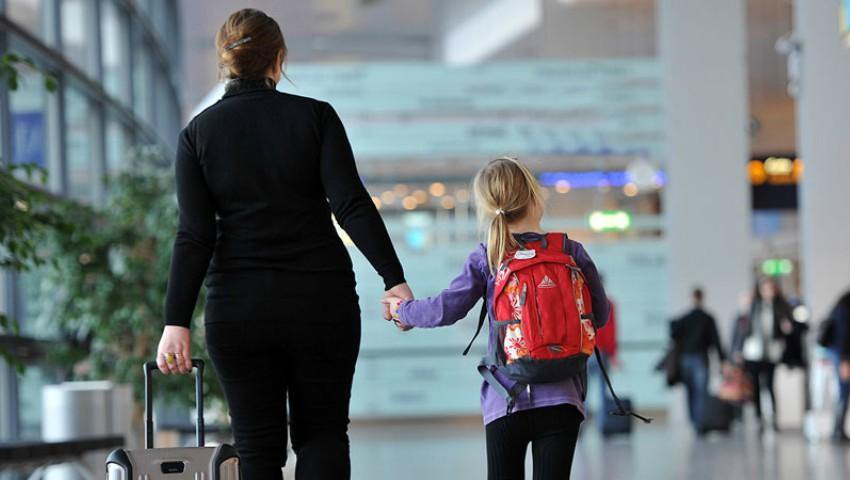 Foto: Anunț important pentru moldovenii cu pasaport român care călătoresc în străinătate cu copiii minori