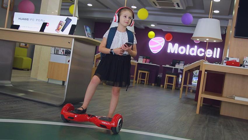 Foto: Mădălina este gata de școală cu gadgeturi de nota 10!
