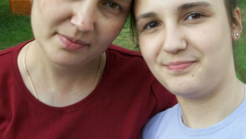 Foto: Doi copii cer ajutor pentru a putea repatria corpul neînsuflețit al mamei lor, care a decedat în SUA