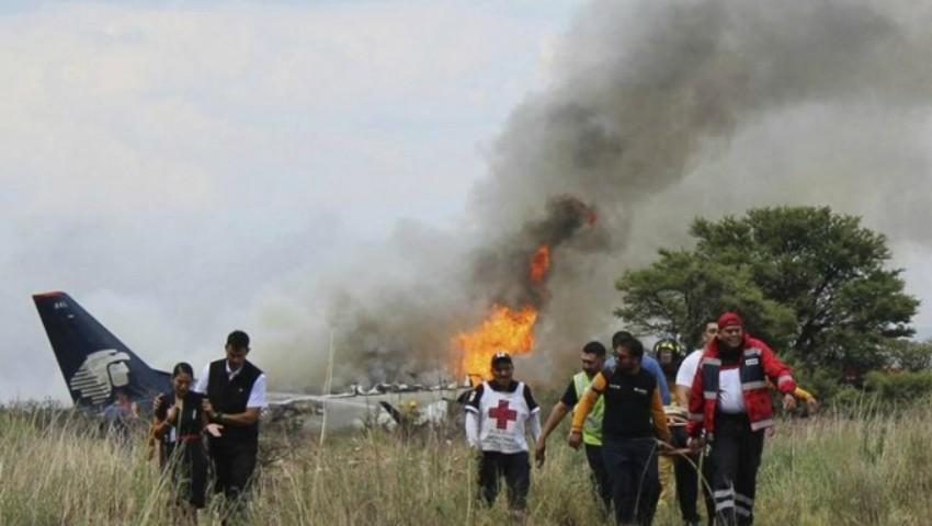 Foto: Miracol! 103 pasageri au supraviețuit după ce avionul în care se aflau s-a prăbușit în Mexic