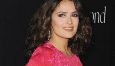 Salma Hayek, în costum de baie şi fără machiaj! Cum arată actrița în vârstă de 51 de ani?