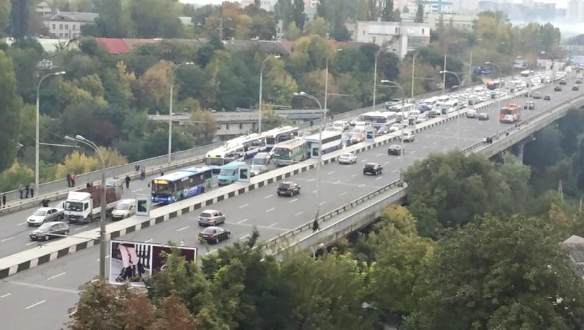 Toate podurile din Chișinău necesită reparații. În cei peste 50 de ani, pilonii de susținere au degradat