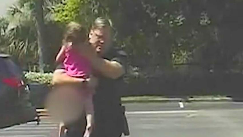 Foto: O fetiță a fost încuiată în mașină timp de 12 ore, la temperaturi sufocante
