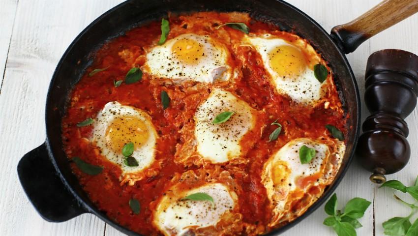 Foto: Ouă cu ardei și roșii – o rețetă rapidă pe care o poți găti în acest sezon
