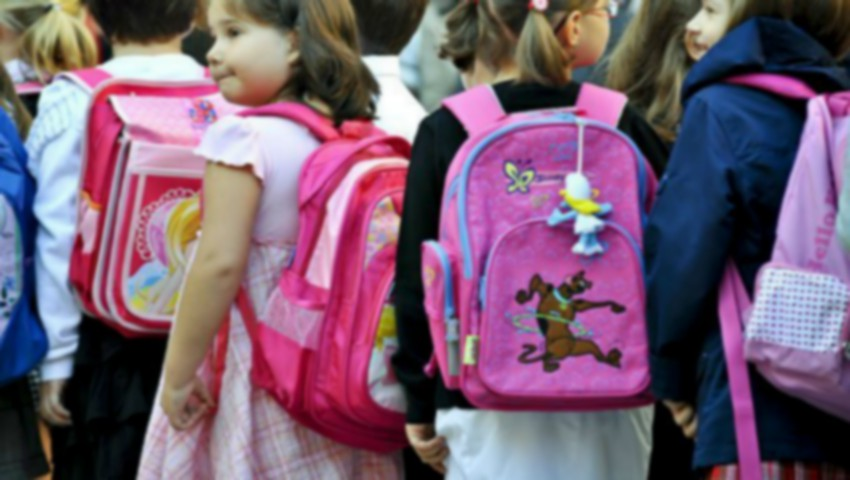 Foto: Moldova se află pe locul 2 în lume, după Nigeria, la cheltuielile din salariul mediu lunar alocate pregătirilor pentru școală