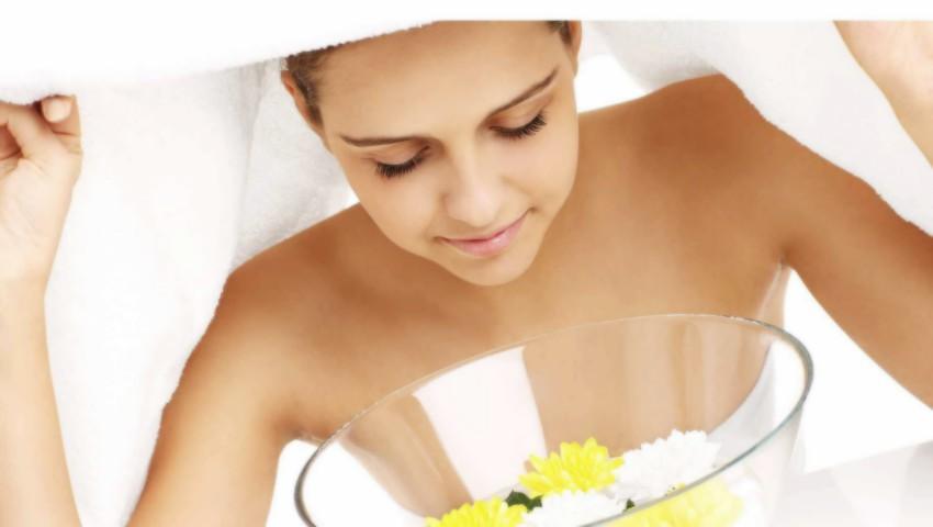 Foto: Beneficiile tratamentului facial cu aburi pentru curățarea porilor și eliminarea acneei