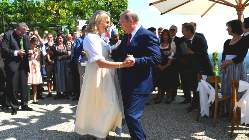 Foto: Vladimir Putin a dansat cu Ministrul de Externe al Austriei la nunta ei